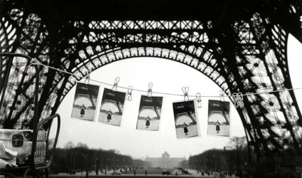 Photogrophie prise sous la tour Eiffel