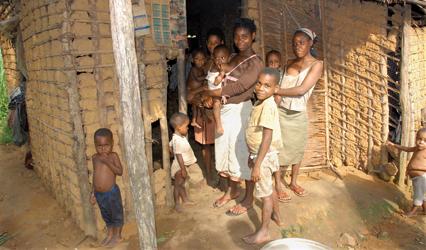 Photographie d'une famille Pygmée