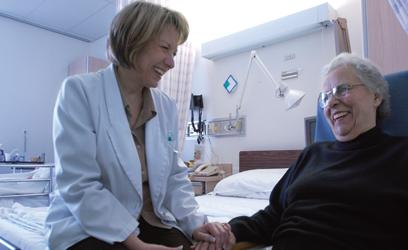 Photographie d'une docteure et sa patiente