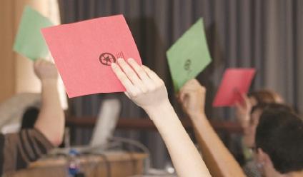 Classe d'étudie procédant a un vote