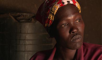 Photographie d'une jeune femme soldate.