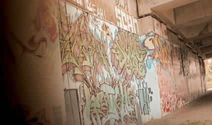 Photographie de grafities sur un mur de Montréal.
