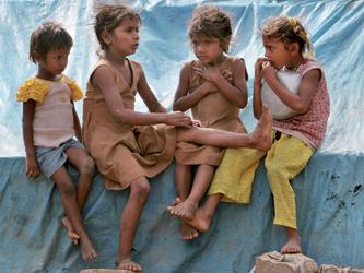 Photographie de jeunes filles pauvres