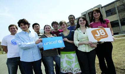 Image d'un groupe de jeunes bénévoles