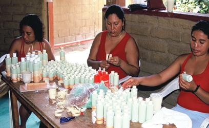 Photographie de trois femmes qui travaillent