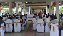 Photographie de personnes présentes lors 10anniversaire de l'événement.
