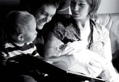 Photographie d'un couple avec deux enfants
