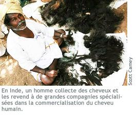 Photographie d'un homme qui collecte des cheveux.