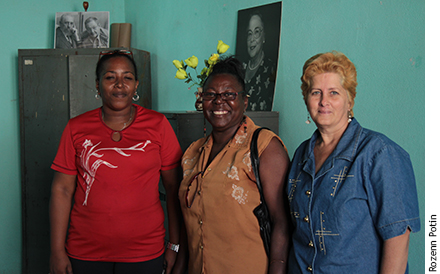 Photographie d'une collaboratrice de la FMC avec Teresa et Marta