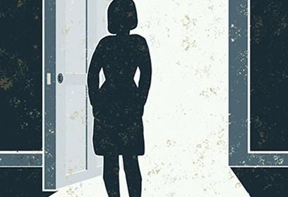 Illustation d'une silhouette de femme devant une porte ouverte