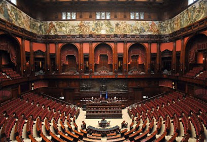 Photographie de l'intérieur du Parlement de la République italienne.