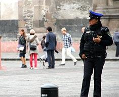 Photographie d'une policière mexicaine.