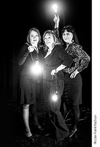 Photographie des trois comédiennes incarnant les Fées.