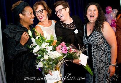 Photographie de quatre femmes à la soirée