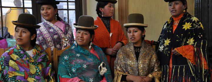 Photographie de Boliviennes avec des habits traditionnels.