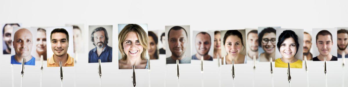 Photographie de plusieurs personnes.