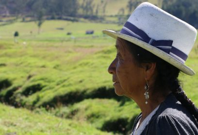 Photographie de Francisca Zhagüi Chuchuca regardant au loin.