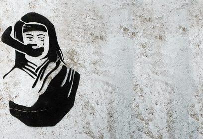 Graffiti sur les murs du Collectif féministe de Bichkek.