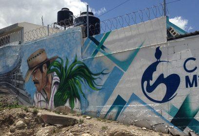 Photographie du mur où est inscrit la Casa del Migrante.