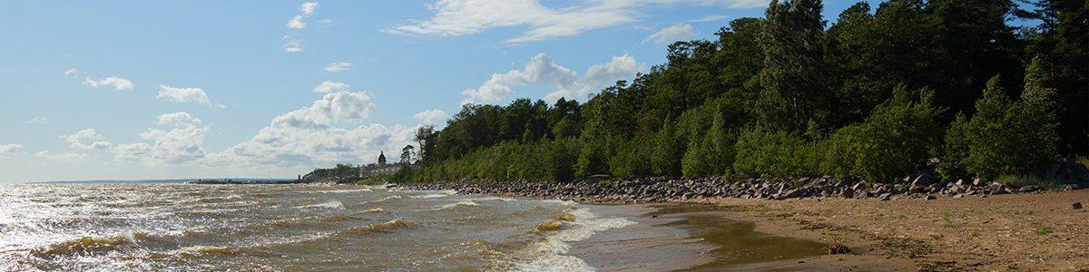 Journée ensoleillée sur la côte de la Baltique.