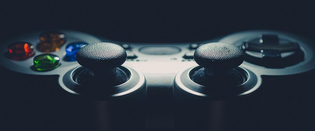 Photographie de contrôleur de jeux.