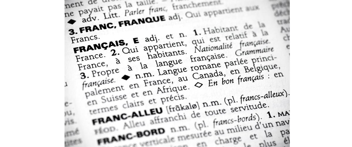 Photographie de la définition du mot « Français » dans un dictionnaire.