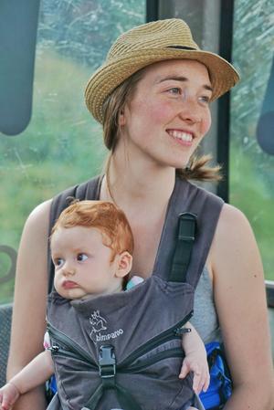 Photographie de Catherine et son enfant.