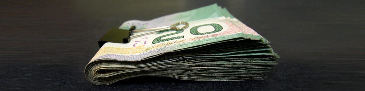Photographie d'une liasse de dollars.